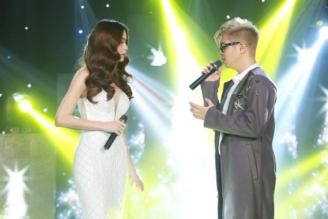 Bùi Anh Tuấn và huấn luyện viên Hồ Ngọc Hà đã có màn song ca ăn ý hai ca khúc đình đám là Nơi tình yêu bắt đầu và Đừng đi.