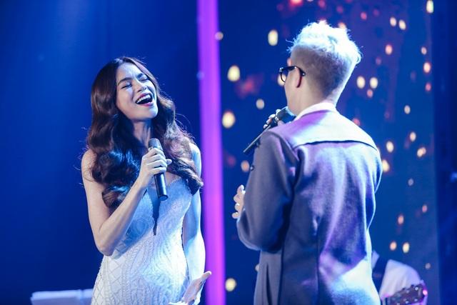 Bùi Anh Tuấn đã thể hiện một nội lực lớn trong giọng hát với sự đa dạng trong màu sắc âm nhạc bên cạnh huấn luyện viên của mình.