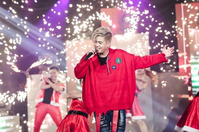 Bùi Anh Tuấn đã thể hiện sự tiến bộ và trưởng thành vượt bậc, khán giả đã đồng loạt đứng dậy dành những tràng pháo tay tán thưởng nồng nhiệt khi chương trình kết thúc.