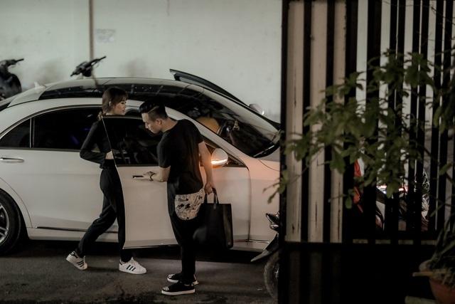 Trấn Thành luôn ga lăng với vợ sắp cưới của mình.