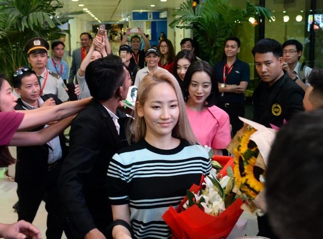 Nhóm Wonder Girls được chào đón cuồng nhiệt khi đến Việt Nam - 4