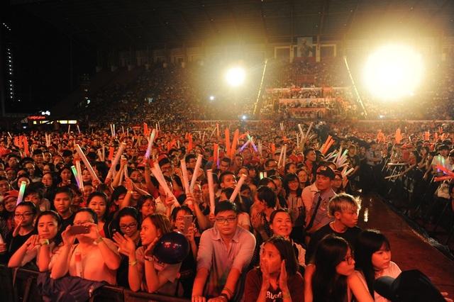 Khán giả đông đảo và hào hứng với đêm nhạc này