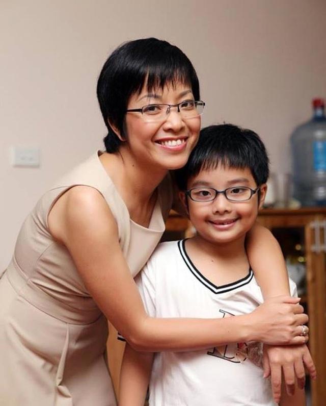 Bé Tít năm nay đã 11 tuổi, hai mẹ con hạnh phúc bên nhau.