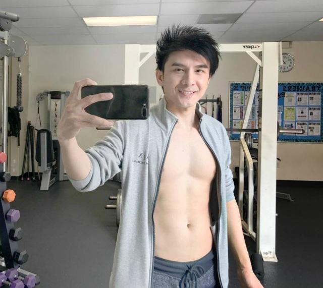 Đan Trường đăng tải hình ảnh thành quả luyện tập của mình để có được body chuẩn. Anh đang cố gắng để trông trẻ trung, khỏe mạnh hơn.
