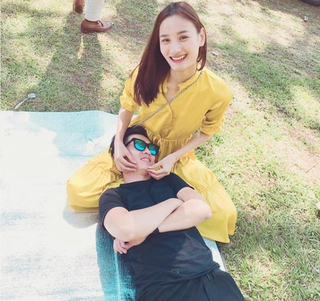 Vợ chồng Lê Thúy cùng hạnh phúc bên nhau trong chuyến du lịch gần đây. Lê Thúy chia sẻ: Cuối tuần vợ chồng nhà tớ đi picnic.