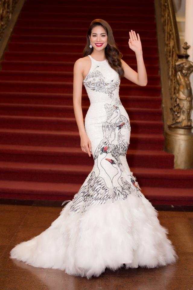 Hoa hậu Hoàn vũ Việt Nam 2015 Phạm Hương xuất hiện cực kì xinh đẹp
