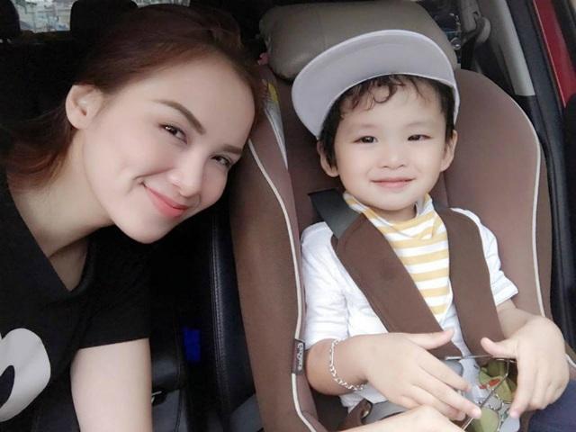 Hoa hậu Diễm Hương vui vẻ khoe ảnh cậu con trai kháu khỉnh: Ai bảo có con trai là không thể điệu nào?