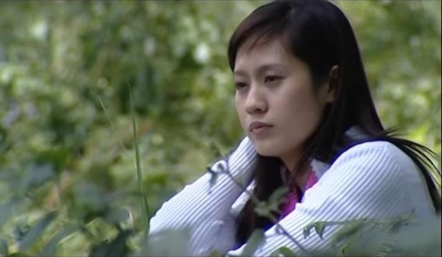 """Trước khi đảm nhận vai Lam trong """"Tình yêu còn lại"""", Thanh Thúy đã gây dấu ấn với khán giả qua các phim như Blouse trắng, Vòng xoáy tình yêu,…"""
