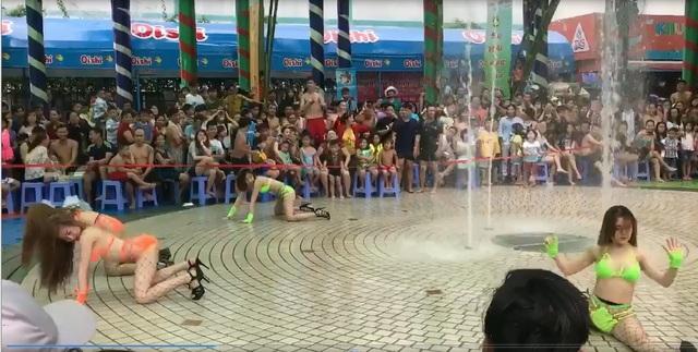 Những động tác nhảy phản cảm biểu diễn tại Đầm Sen (Ảnh được cắt ra từ clip)