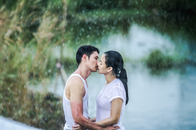 Cô chia sẻ rằng bản thân đặc biệt thích cảnh hôn nhau dưới mưa, để có cảnh quay lãng mạn nhất Maya và Huy Khánh đã phải dầm mưa hơn 5 giờ đồng hồ.
