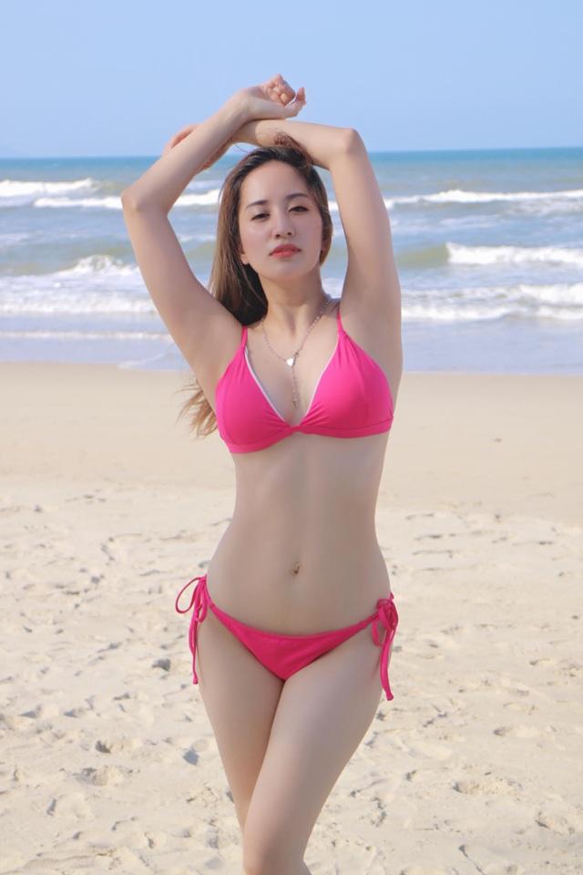 Mới đây, khi xuất hiện trong loạt ảnh mới với trang phục bikini, cô khiến người hâm mộ không khỏi bất ngờ bởi thân hình hết sức nóng bỏng của mình.