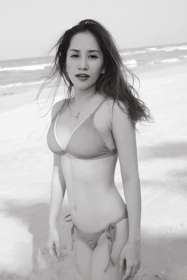 Nhiều người nhận xét sau khi kết hôn, Khánh Thi ngày một xinh đẹp và quyến rũ hơn. Điều này có lẽ đúng, bởi hiện tại cô đang tận hưởng cuộc sống hạnh phúc bên người đàn ông biết chăm lo cho gia đình và cậu con trai kháu khỉnh.