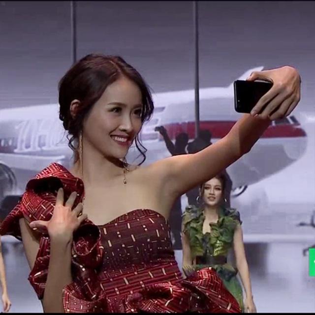 Các thí sinh đều thể hiện hình ảnh vô cùng trẻ trung và rạng rỡ thể hiện phần thi của mình. Những hình ảnh này được phát trực tiếp tại chương trình để khán giả bình chọn.
