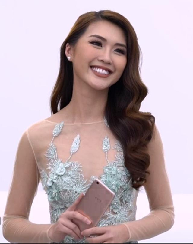 """Tường Linh bị """"hỏi khó"""" với danh hiệu """"hoa hậu"""" trong suốt cuộc thi, nhưng với phần trả lời cho thấy Tường Linh thông minh khi muốn mình thể hiện nhiều hơn, để khẳng định một người đẹp thông minh và dí dỏm."""