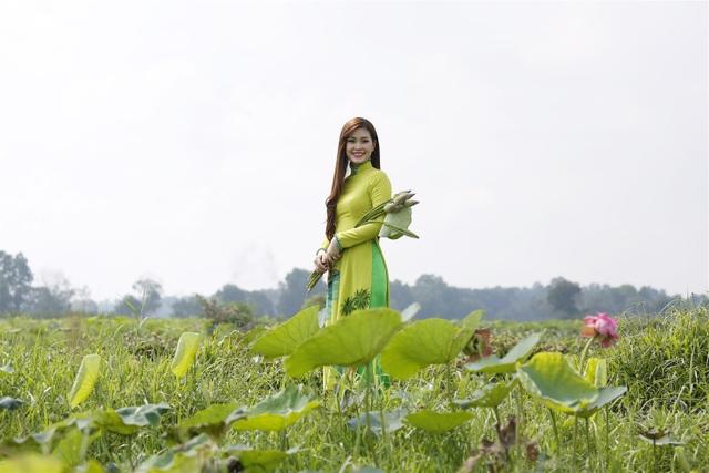 Nàng Á hậu cũng chia sẻ bí kíp để vóc dáng thon gọn, làn da khỏe đẹp là lối sống organic, sống khỏe, ăn sạch, uống sạch, gần gũi với thiên nhiên, quan tâm đến sức khỏe.