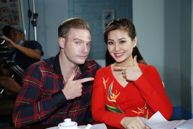 """Đây cũng là lần đầu tiên người đẹp trở lại với công việc của một MC kể từ khi """"mất hút"""" để sinh em bé, chăm sóc gia đình. Cô sẽ là MC, tham gia dẫn chuyện cùng ca sĩ Kyo York của chương trình """"Hành trình văn hóa Việt""""."""
