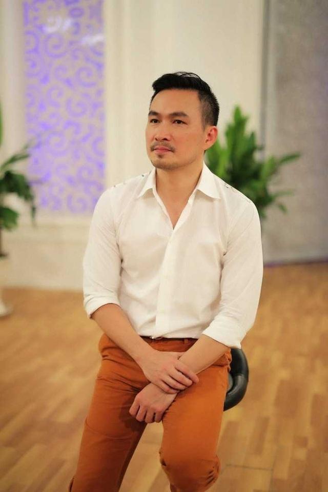 Sau cuộc hôn nhân đổ vỡ với Thái Giang từ năm 1996, nam diễn viên tái hôn với người vợ thứ hai Hồng Loan và đón con trai đầu lòng.