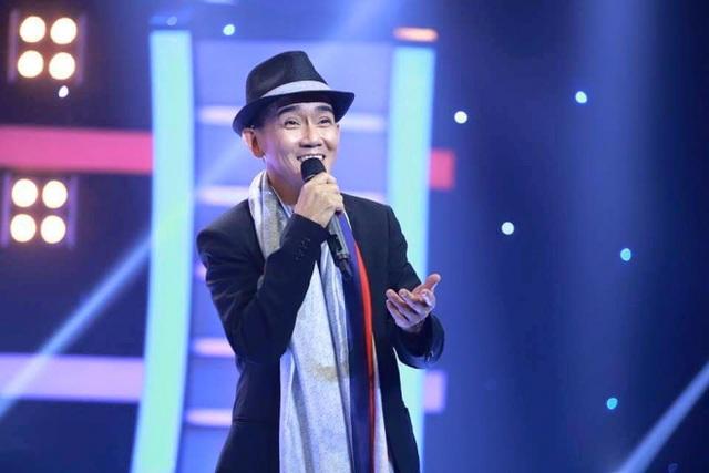 """Khoảng năm 1996, đôi song ca Minh Thuận - Nhật Hào tách ra hát solo. Anh từng bước phát triển sự nghiệp solo của mình, phát hành nhiều album nổi tiếng như: """"Trả nợ tình xa"""", """"Rêu phong"""", """"Ta chẳng còn ai"""", """"Mùa hạ mãi xa"""", """"Tình phiêu lãng"""", """"Người phương xa"""", """"Thời thơ ấu đã xa""""..."""