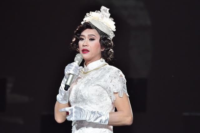 """Cận cảnh khuôn mặt """"giả gái"""" xinh đẹp khi làm cô dâu của danh hài Hoài Linh."""