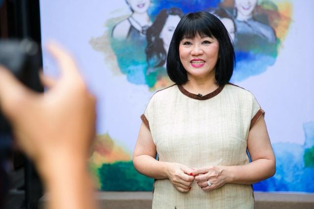 Tham gia ca hát từ rất lâu nhưng khi hát cùng các giọng ca nổi tiếng khác cũng khiến nữ nghệ sĩ Cẩm Vân lo lắng