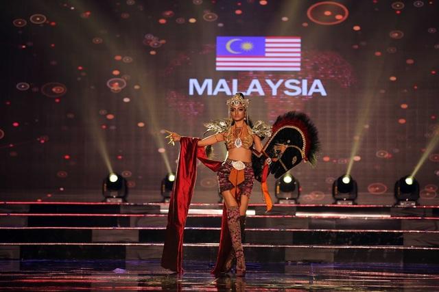 Người đẹp đến từ Malaysia gây ấn tượng cho khán giả bởi thần thái mạnh mẽ