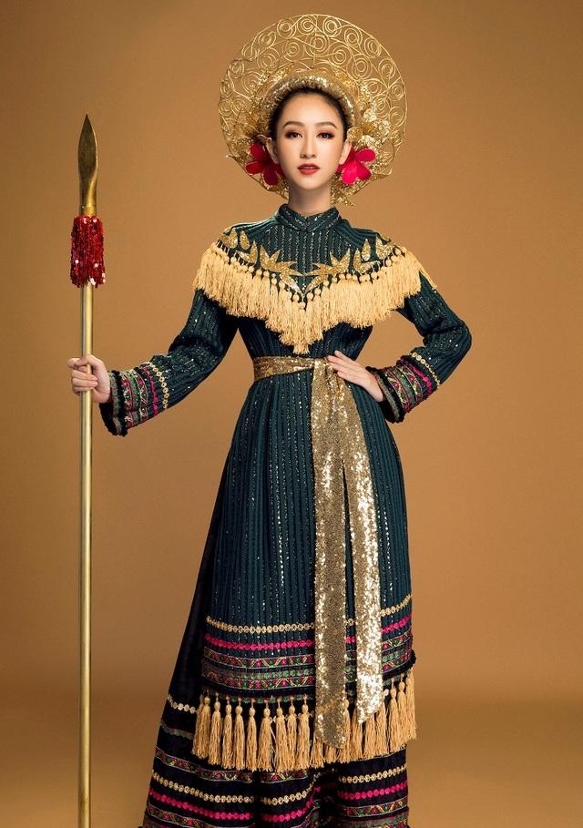 Bộ trang phục được thiết kế không quá cầu kỳ nhưng ấn tượng và đậm nét truyền thống, xây dựng hình ảnh người phụ nữ Việt Nam xưa mạnh mẽ, đầy khí chất.
