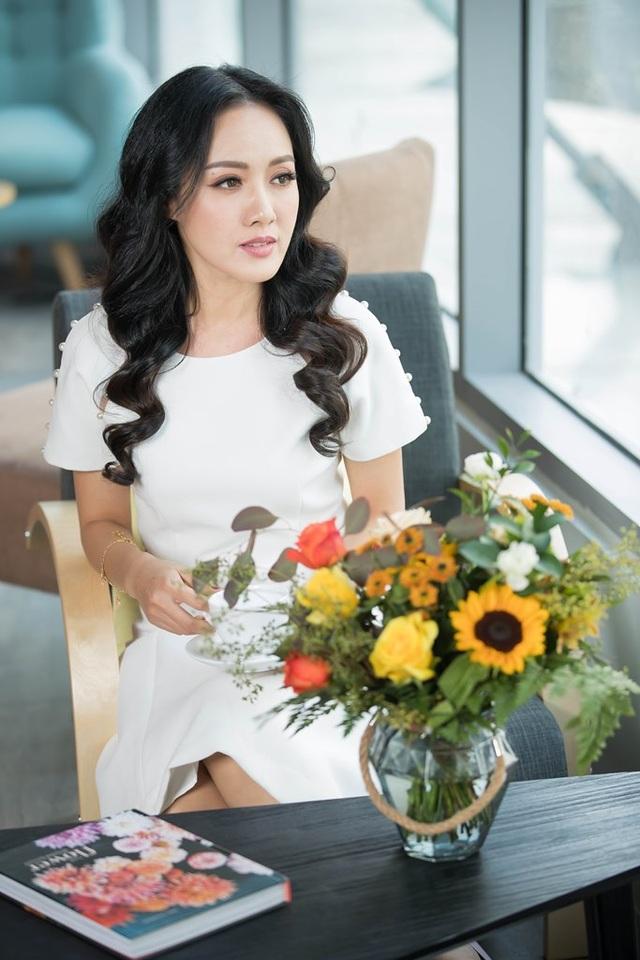 BTV Hoài Anh thay đổi phong cách xinh đẹp, lôi cuốn - 10