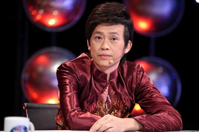 Danh hài Hoài Linh khen ngợi Thụy Bình ngày càng tiến bộ trong việc diễn xuất, tạo hình nhân vật.