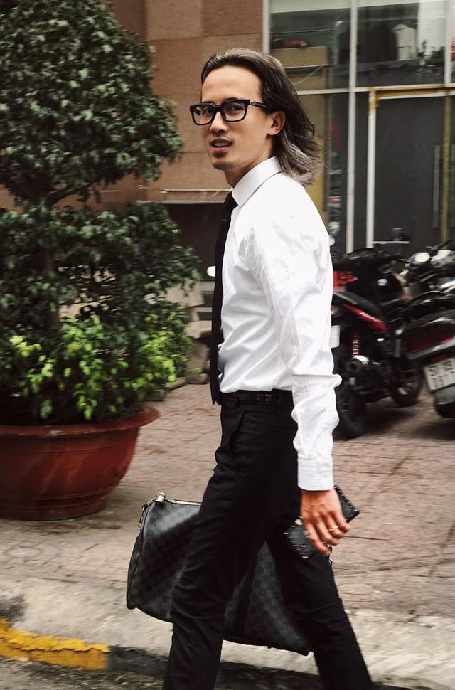 Rời Việt Nam từ năm 9 tuổi khi tiếng Việt còn chưa vững, Tạ Quang Huy theo gia đình sang Hồng Kông.