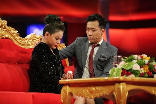 """Đến đây Trấn Thành một lần nữa hỏi Lê Giang có liên quan gì tới việc chồng cô bị đánh thì cô khẳng định: """"Nếu có mướn giang hồ đánh Duy Phương, tôi sẽ không còn trên cõi đời này nữa""""."""