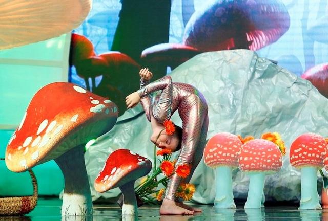 Nhưng sự tự tin và trình diễn tuyệt đẹp trên sân khấu, Emerald đã làm bùng nổ trường quay tuần này.