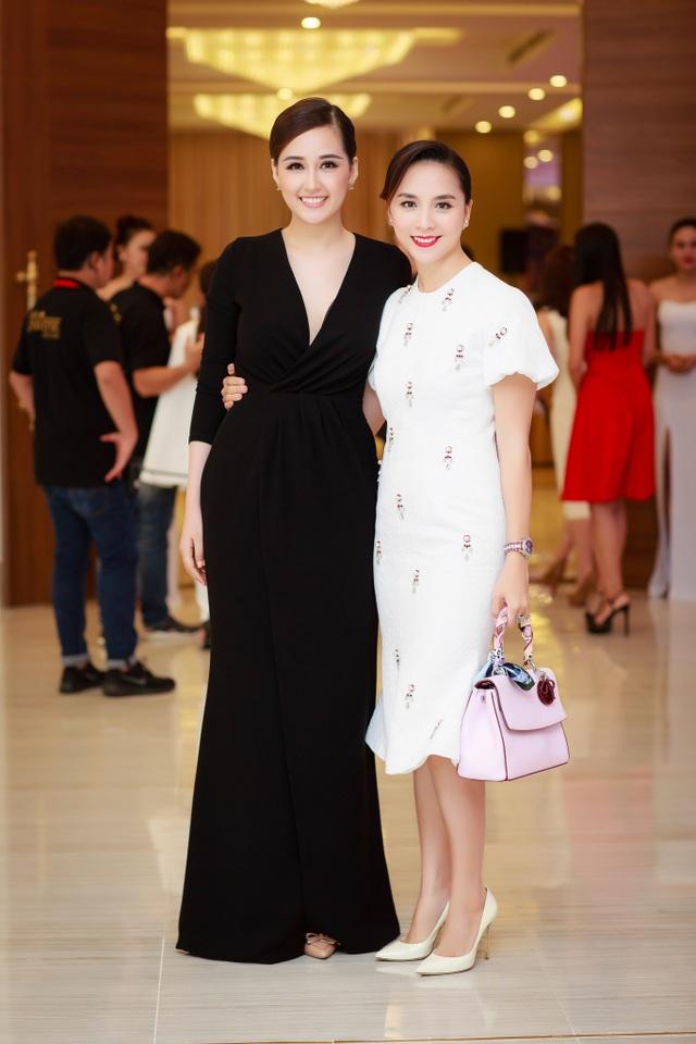 Lần đầu tiên Á hậu Hoa hậu Hoàn vũ được sở hữu vương miện - 2