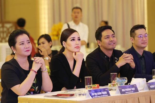 Lần đầu tiên Á hậu Hoa hậu Hoàn vũ được sở hữu vương miện - 3