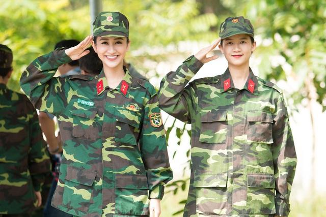 Đây cũng là lần đầu em gái ruột của Hà Thu xuất hiện trên sóng truyền hình cùng với chị gái. Hai chị em cực kỳ đáng yêu và năng động.