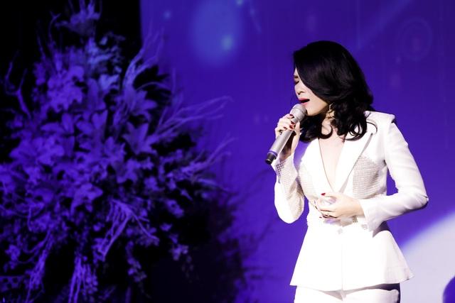 """Nữ ca sĩ đã thể hiện hàng loạt """"Hit"""" của mình trong đêm sinh nhật."""