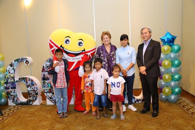 Ngoài ra còn có khá nhiều các em nhỏ đã tham dự buổi lễ kỉ niệm 6000 ca mổ tim thành công.