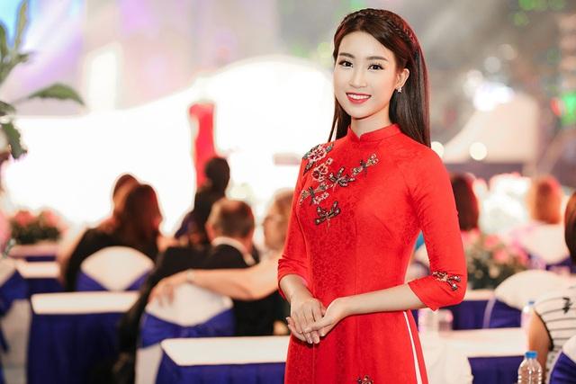 Hoa hậu Đỗ Mỹ Linh được lựa chọn để trở thành gương mặt đại diện của lễ hội áo dài TPHCM