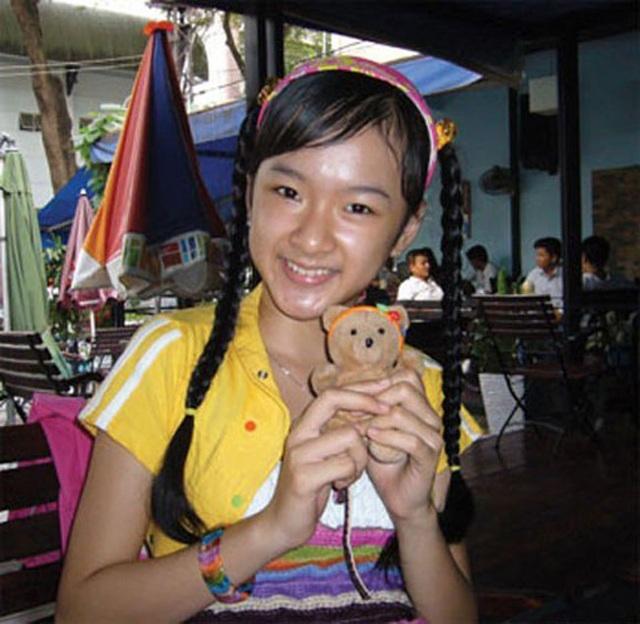 Angela Phương Trinh bắt đầu đóng phim từ rất sớm. Nét đáng yêu, hồn nhiên giúp cô nhận được nhiều vai diễn.