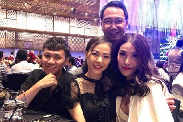 Cặp đôi John Tuấn – Lan Khuê tại đám cưới.