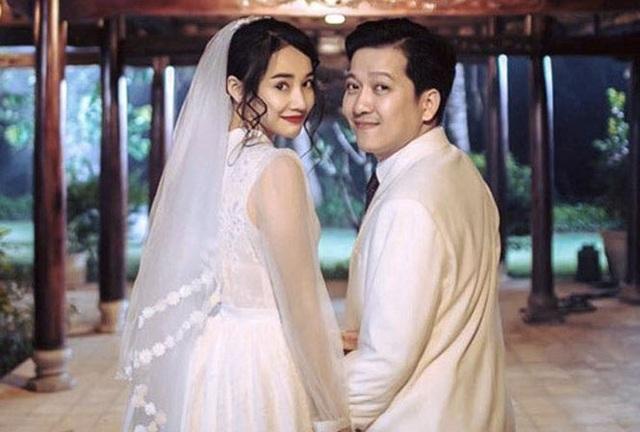 Cách đây không lâu, Trường Giang – Nhã Phương đã về Quảng Nam làm lễ đính hôn. Đây có thể coi là cái kết tạm cho chuyện tình đầy sóng gió này.