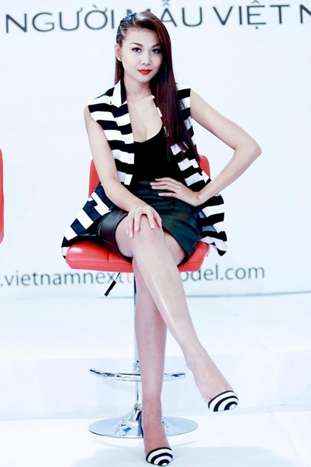 """Sau thành công của vai diễn Kiều Thị trong """"Mỹ nhân kế"""", tên tuổi của Thanh Hằng càng được khẳng định. Cuối năm 2013, Thanh Hằng được mời làm host Vietnam's Next Top Model. Và cô cũng là người nhiều năm nhất đảm nhận vị trí huấn luyện viên trong chương trình tìm kiếm người mẫu tài năng của Việt Nam."""