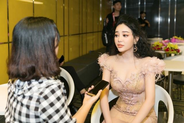 Ngọc Ny The Voice bật khóc khi nhắc về mẹ đã qua đời vì ung thư - Ảnh 1.