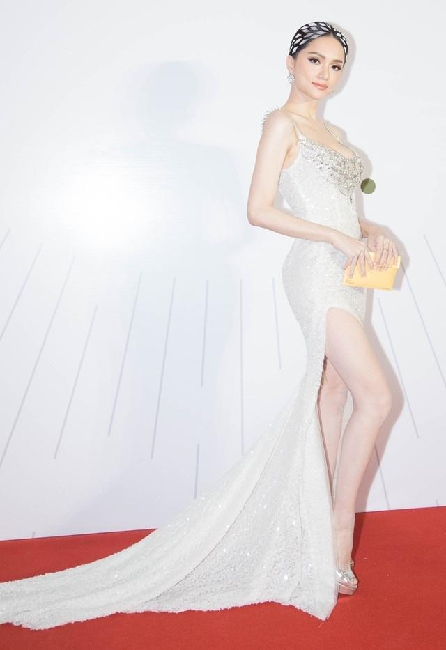 Hà Tăng diện váy áo gợi cảm; Thu Minh xé đuôi váy ngay trên sân khấu - Ảnh 3.