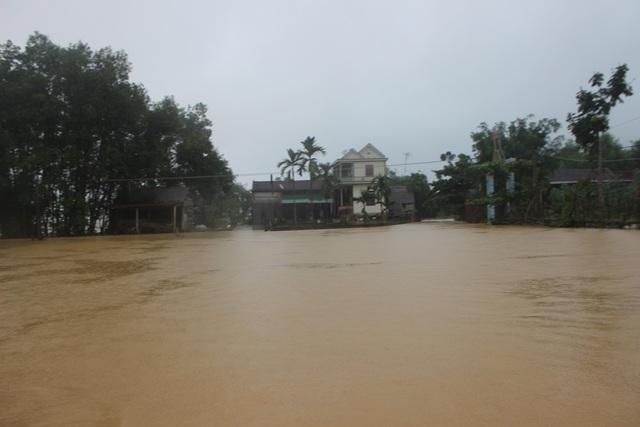 Nhiều tuyến đường giao thông tại xã Hà Linh đã ngập chìm trong nước