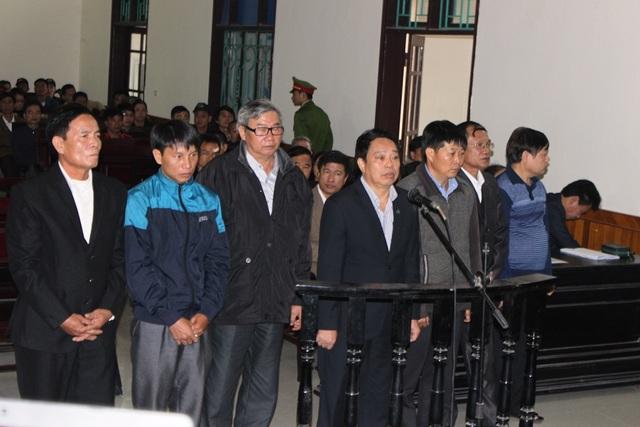 7 bị cáo tại phiên tòa xét xử sơ thẩm