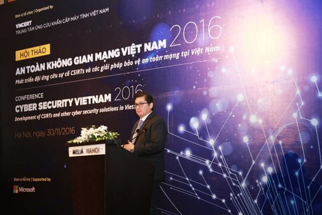 Ông Michael Montoya, Cố vấn An ninh trưởng, Microsoft châu Á trình bày tại Hội thảo sáng nay