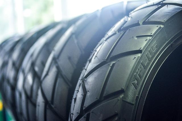 Lốp xe không săm có nhiều ưu điểm vượt trội hơn với lốp xe có săm.