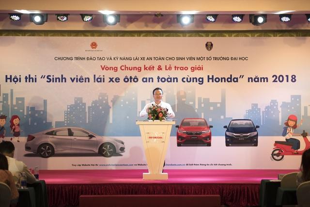 Ông Khuất Việt Hùng - Phó Chủ tịch Ủy ban ATGT Quốc gia phát biểu tại buổi Lễ trao giải.