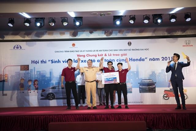 Các thành viên xuất sắc của trường ĐH Bách khoa Hà Nội đạt giải nhất cuộc thi