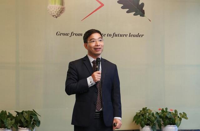 Ông Trần Hồng Kiên – Phó tổng giám đốc Bộ phận dịch vụ Kiểm toán, PwC Việt Nam chia sẻ với sinh viên về cơ hội nghề nghiệp ngành tài chính kiểm toán